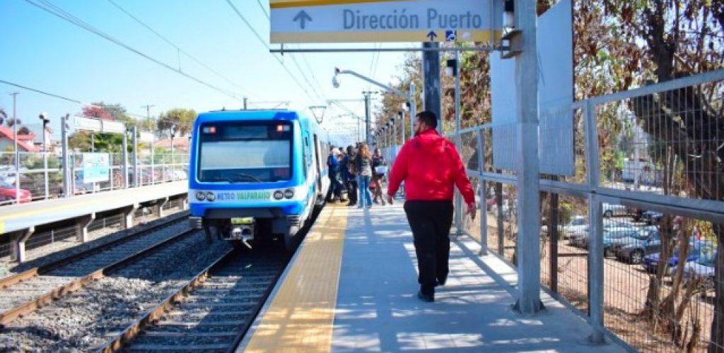 Huella podotáctil facilita movilidad de personas con discapacidad visual en estaciones de Metro Valparaíso