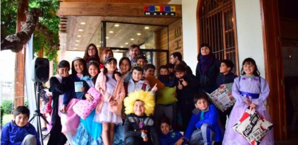 Bibliometro celebró el día del libro con alumnos de la escuela Brasilia de Limache