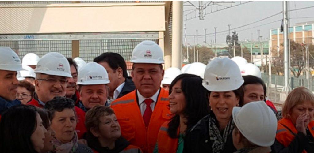 Vecinos y comerciantes de Lo Valledor recorrieron la nueva estación intermodal
