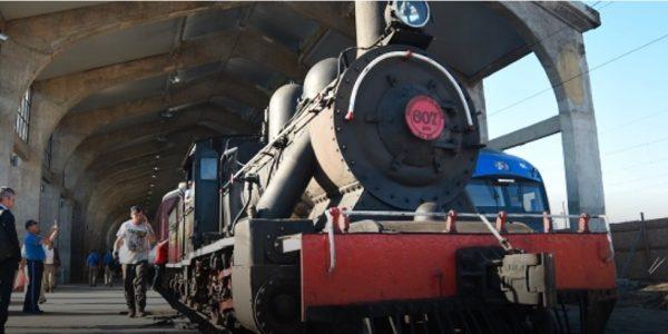 Con histórica locomotora a vapor, Intendente y Gerente General de EFE inauguran Estación de Talca