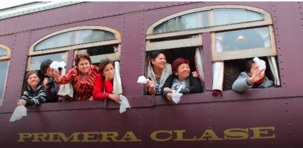 Trescientos adultos mayores de Cerrillos evocaron sus vivencias a bordo del Tren del Recuerdo