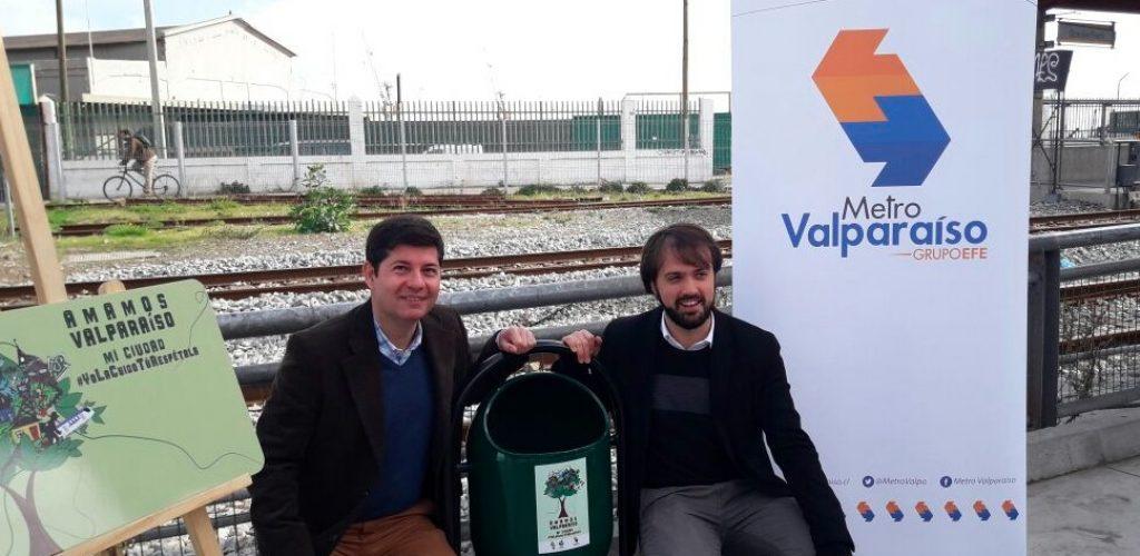 Metro Valparaíso instala basureros en Errázuriz para contribuir al cuidado y limpieza de la ciudad