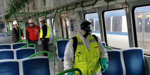 Autoridades destacan sanitización de trenes durante inspección en terreno