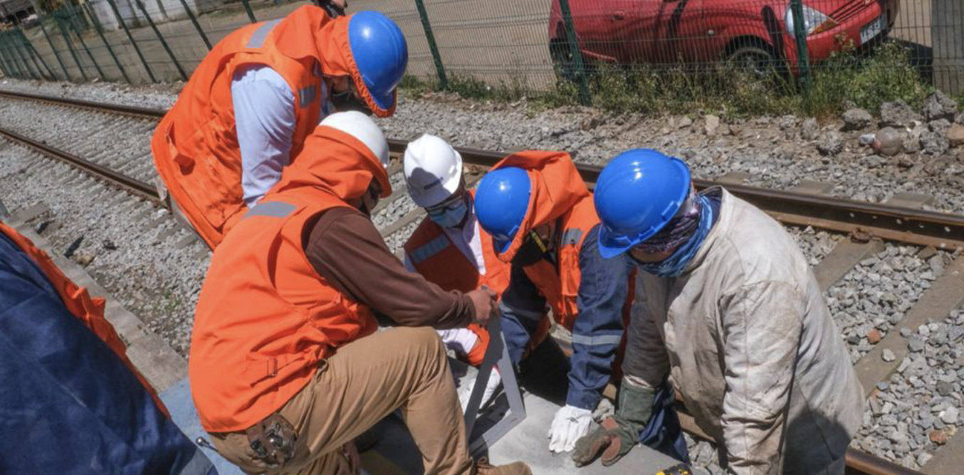 Se inician trabajos de alzamiento de andenes en estaciones para llegada de nuevos trenes
