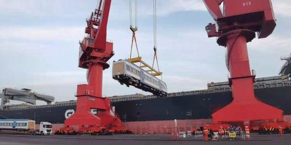 Desde China se inició el viaje de los últimos 9 nuevos trenes que renovarán servicios en Biobío