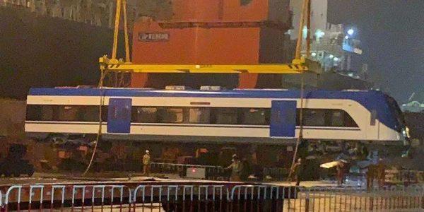 Zarpan desde China dos de los seis trenes que renovarán la flota del servicio Rancagua-Estación Central