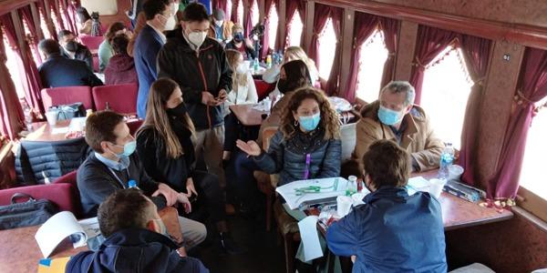 Alcaldes y EFE compartieron viaje en tren desde La Calera a Limache para revisar en terreno hitos del proyecto de extensión ferroviaria
